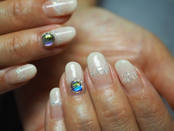 1粒スワロは宝石の輝きサムネイル