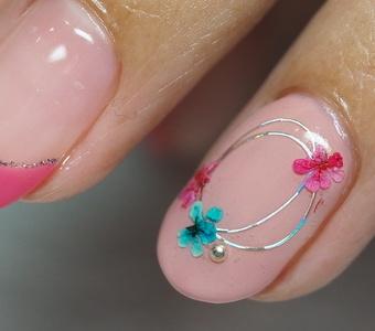 フレンチ&flowerネイル 大人のピンクが似合うのです。