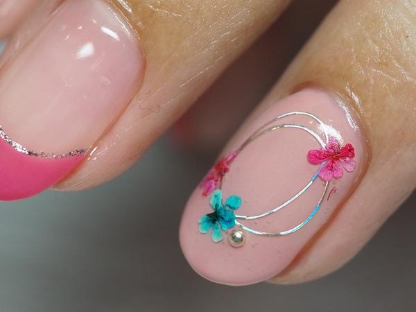 フレンチ&flowerネイル 大人のピンクが似合うのです。サムネイル
