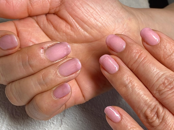 青みピンクは肌のトーンアップが期待できちゃうサムネイル